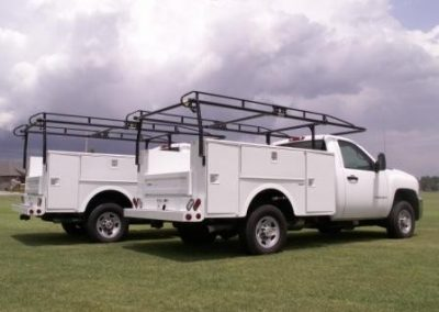 41. 8' Stahl Service Body with Ladder Rack